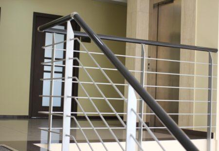Schody na pierwsze piętro (w tlewinda)